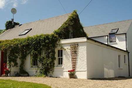 Luxury Cottage with Sea Views - Saltmills - Cabana