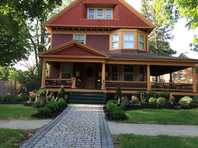 Downtown Queen Victorian 2 bedroom - Saratoga Springs - Квартира