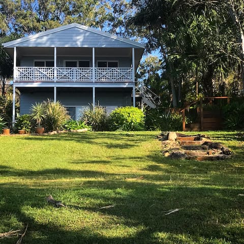 Seaside Waterfront House @ Macleay Island