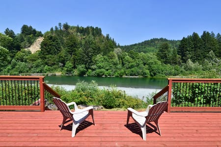 Redwood Coast River House-Big Deck, River, Hot Tub - Crescent City