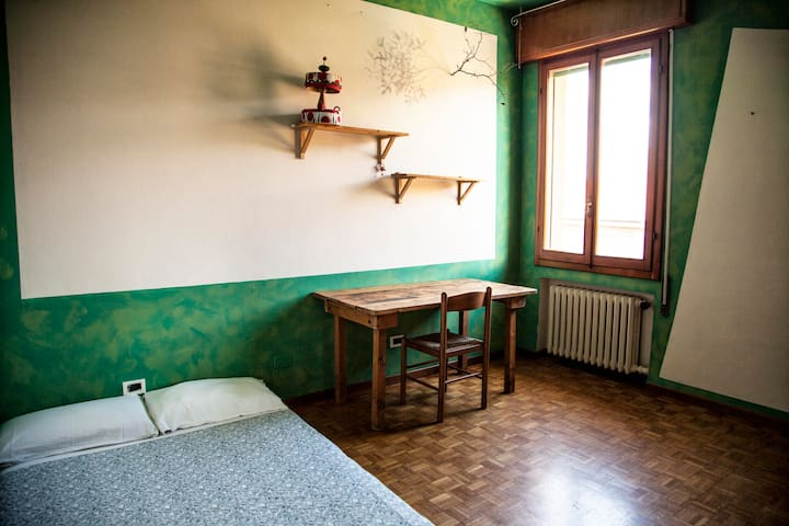 lovely bright room with parquet - Bologna - Appartement