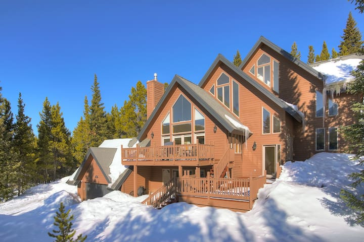 FREE SkyCard Activities - Beautiful Mountain Views, Hot Tub, Gas Fireplace - Forest View Lodge
