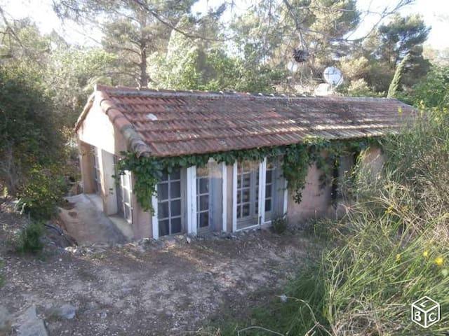Petite maison avec piscine, 2km aix