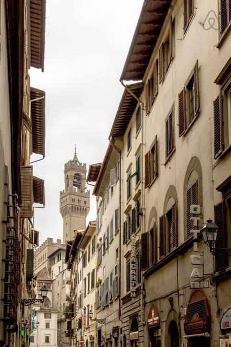 Appena usciti da casa si è subito agli Uffizi e Palazzo Vecchio