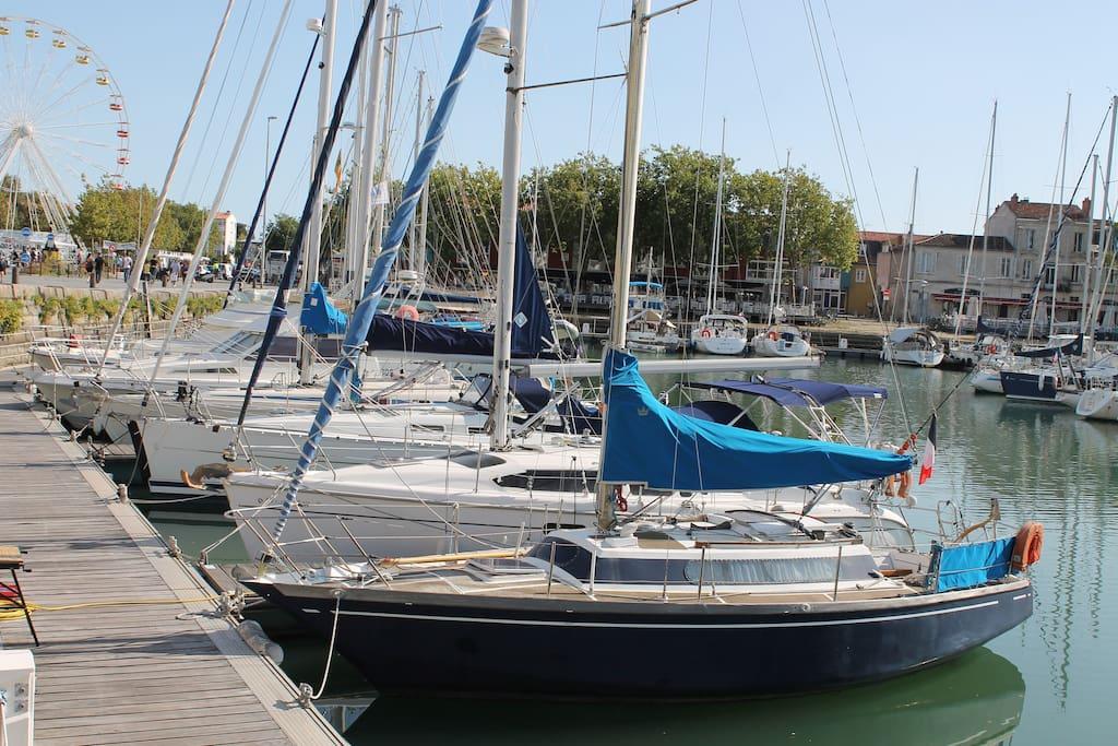 Voilier vieux port de la rochelle bateaux louer la rochelle poitou charentes france - Parking du vieux port la rochelle ...