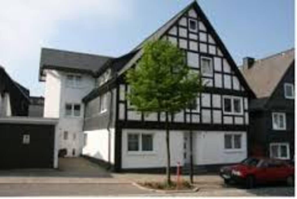 Gerenoveerd vakwerkhuis, het appartement ligt op de 2e etage