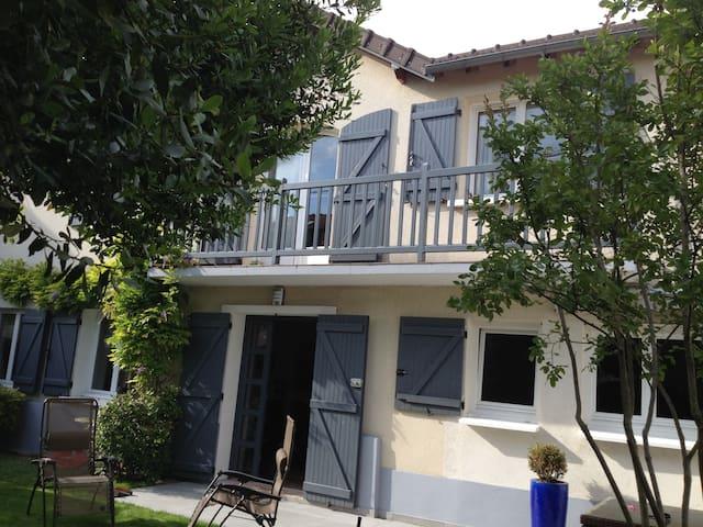 Maison avec jardin près de Paris - Clamart - House