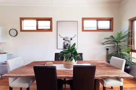 Astounding 3B Modern Home@Thebarton√5 Mins to City