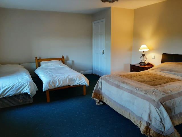 Lissatunna House - Room 1 - Sleeps 4