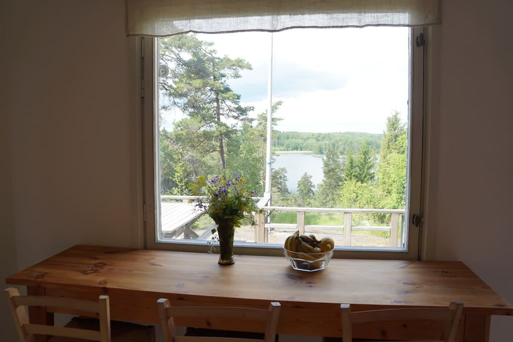 Kitchen breakfast table with 3 bar chairs overlooking the terrace and the lake.
