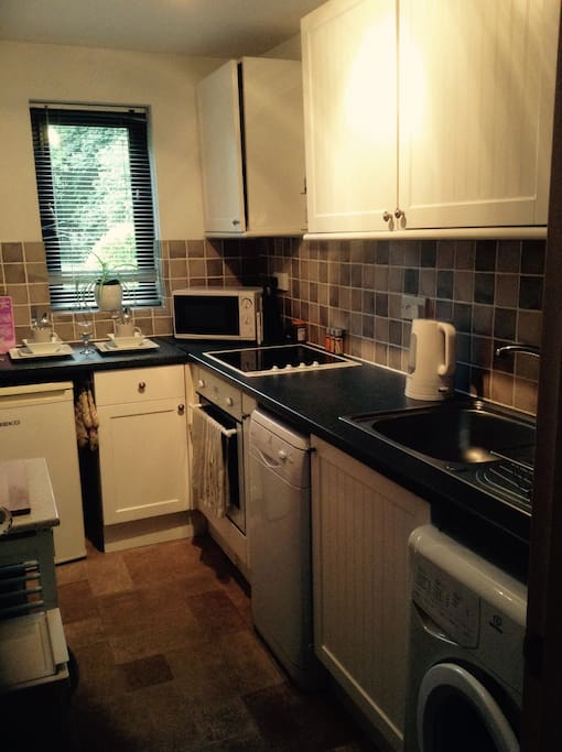 Kitchen: Hob & Cooker, Fridge/freezer, Microwave, Dishwasher, Washing machine