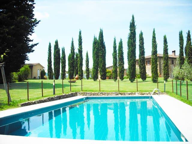 casale  in  collina con piscina