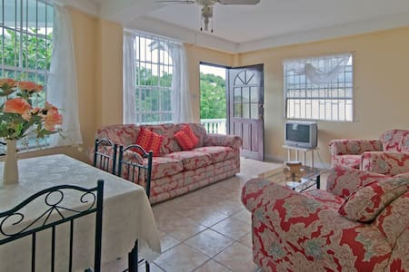 3 Bedroom with Large family Dining area - Becke Moui