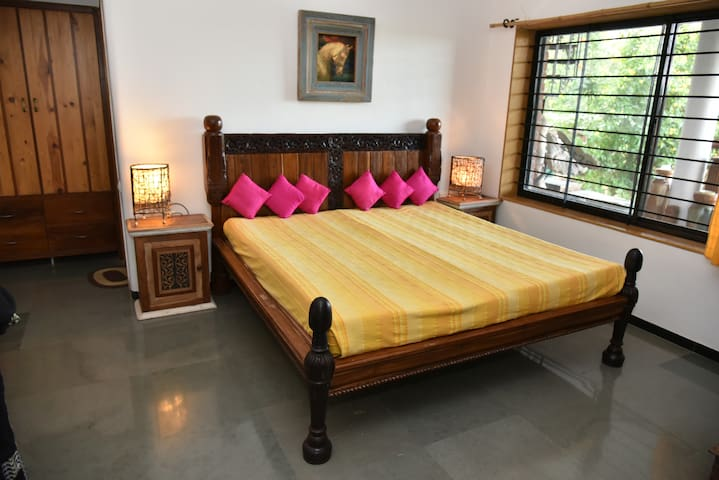 Tathastu Homestay room near vineyards - Nashik