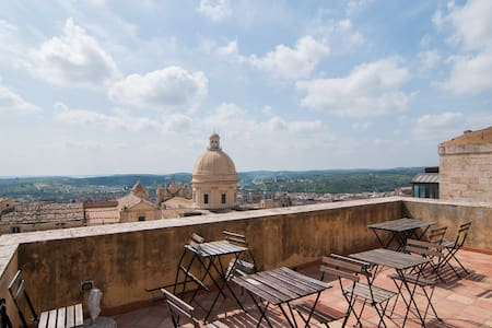 Terrazza Su Noto is a perfect place for all those who want to live the city centre living in the most quiet place. Unique for design and views is perfect for hosting up to 5 people + a baby bed. Our guest will have free access to the entire house