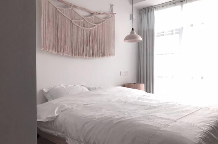Room613与你/ins白简约家庭影院/落地窗湖景大床房