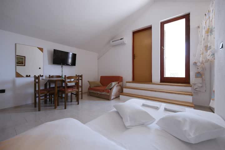 Cosy apartment for 2+2 near the sea