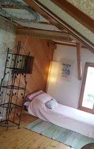 Cozy room, separate toilet and shower - Salmsach