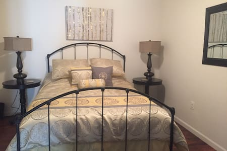 Private suite close to HSC and LU!! - Farmville