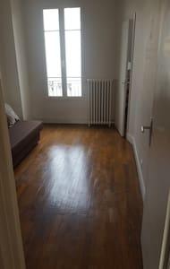 Jolie chambre calme au 4eme étage ,bien placé - Clichy - Appartement