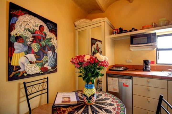 Diego studio, CENTRO by Jardin. Best Monthly Rates