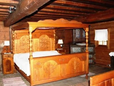 Charming chalet- 500 years old!
