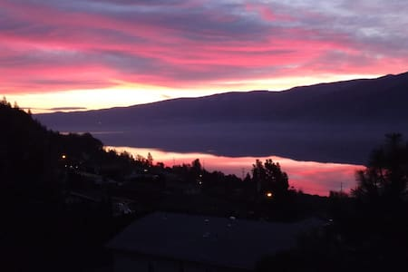 Beautiful lakeview suite - Peachland