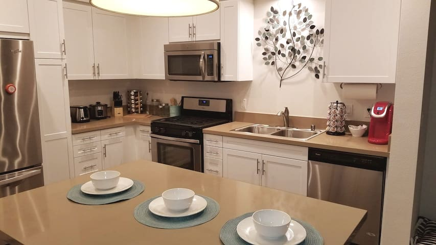 Upscale  2BED Disney Anaheim Gated Community