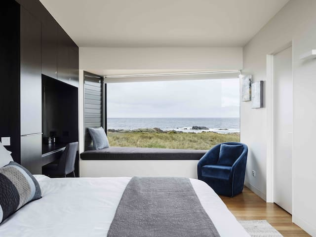 Spacious 5 star Bedroom with Cantilevered Window Seat and large mirrored study desk. You'll never miss that view even with your back to the window!