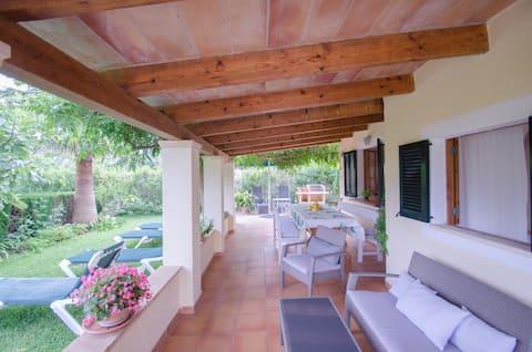 Bright cottage_Jacuzzy,Garden,BBQ,WIFI,Parking