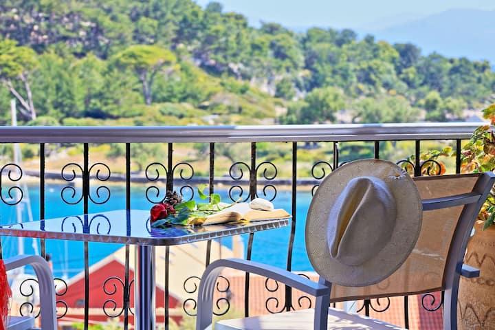 Avgi Apartment Dio: In Gaios, nice views, A/C