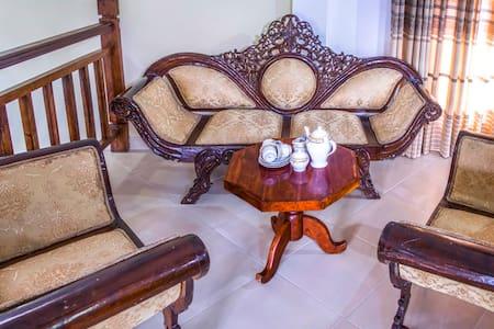 Upstairs of The Valampuri Tourist Home - Anuradhapura - Haus