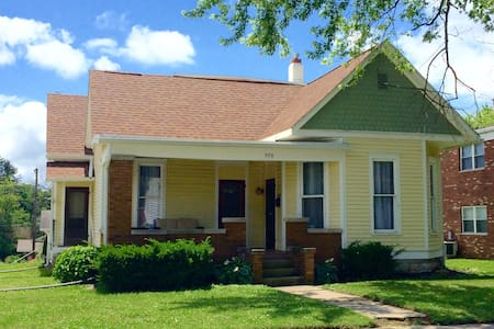 B-Town Bungalow-2BD-Great Location - Bloomington - Maison