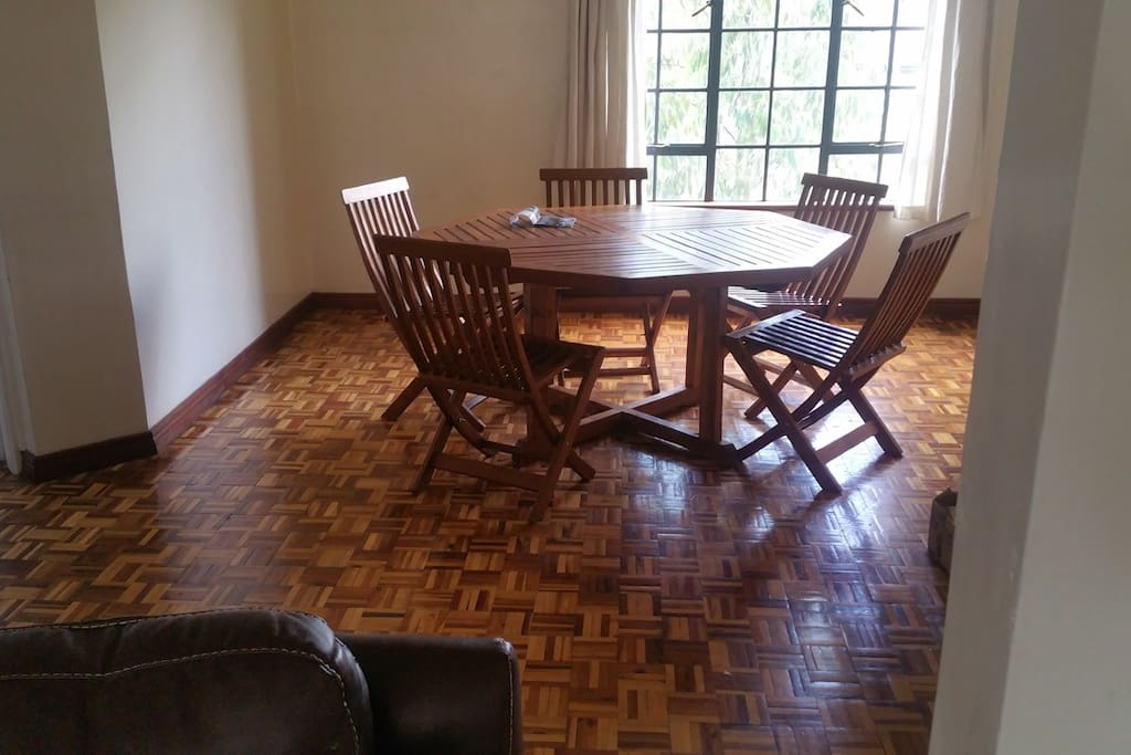 Dining room with space for 8 people for dinner
