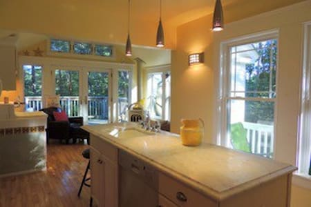 Stylish Antique home; walk to all - Kennebunkport