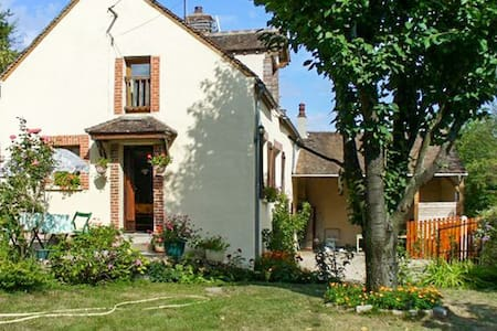 Traditional house near vineyard - Villeuneuve sur Yonne - Casa