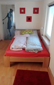 Gemütliches Zimmer inkl. Aufenthaltsraum - Borna - Haus