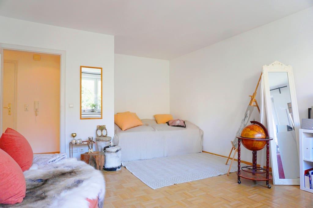 stylisch wohnen in der innenstadt mit balkon wohnungen. Black Bedroom Furniture Sets. Home Design Ideas