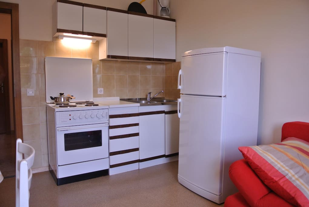 Small but fully functional kitchen with all amenities.