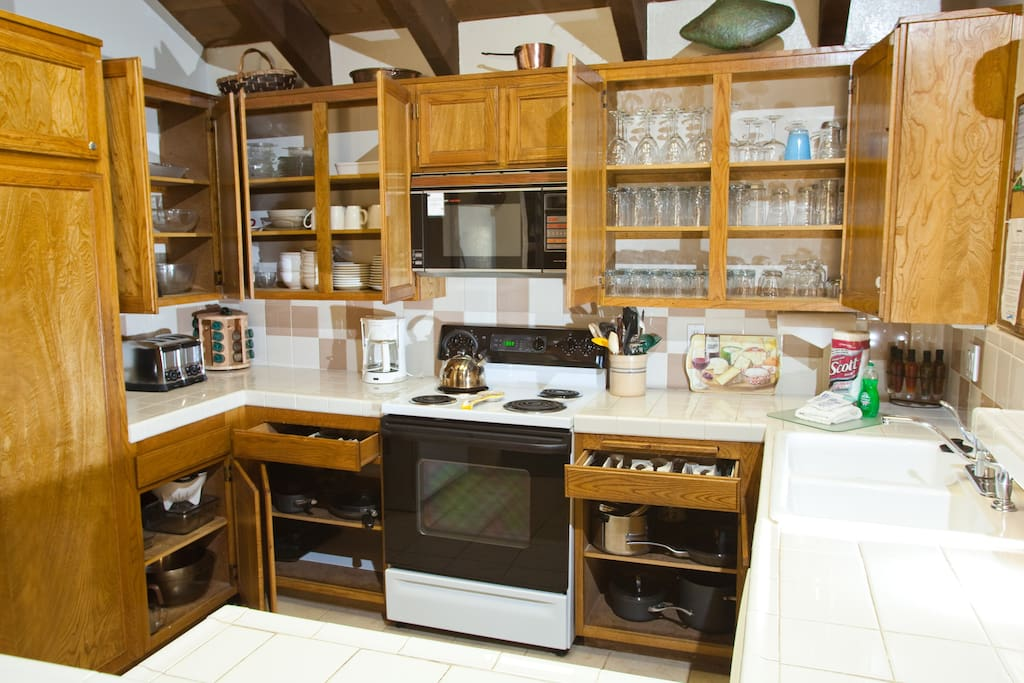 Full furnished kitchen a chef would be jealous of.