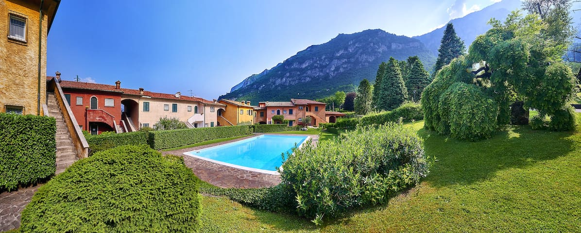 POOL&TENNIS Apt lake view,near Varenna-KidFriendly