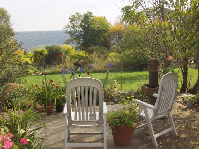 Town/Country Garden Apt with Views - Ithaca - Apartament