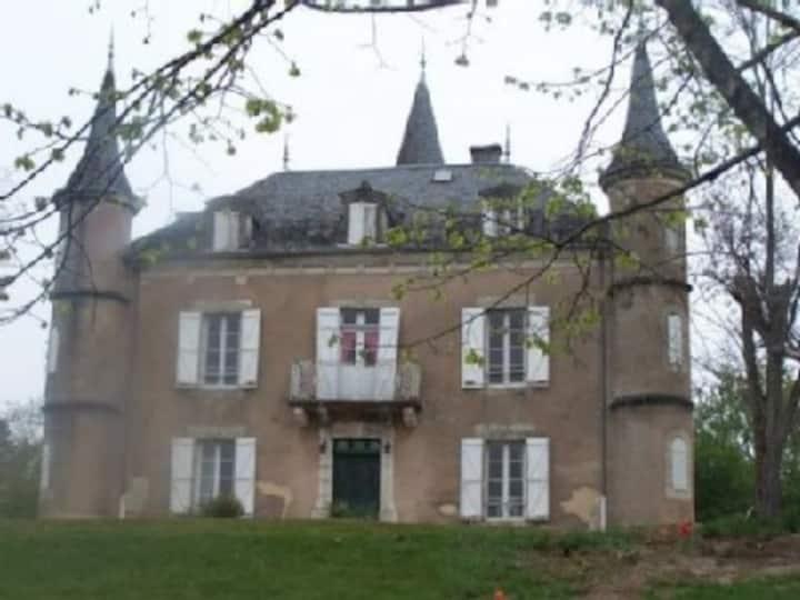 Château à Marcillac la Croze