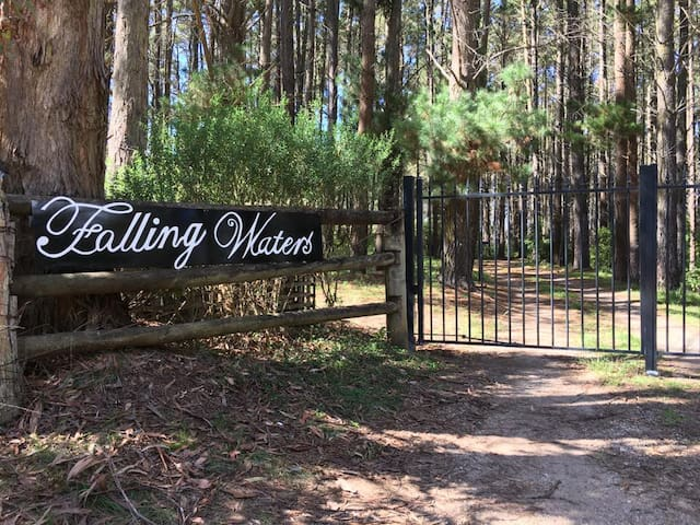 FALLING WATERS COLO VALE