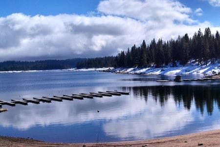A Shaver Escape, Sweet Retreat - Shaver Lake - Hytte (i sveitsisk stil)
