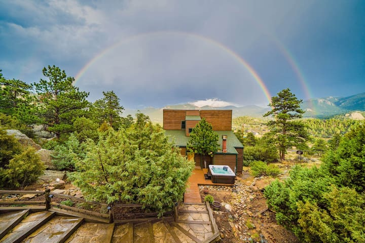 BEST VIEWS AND HOT TUB NEAR NATIONAL PARK