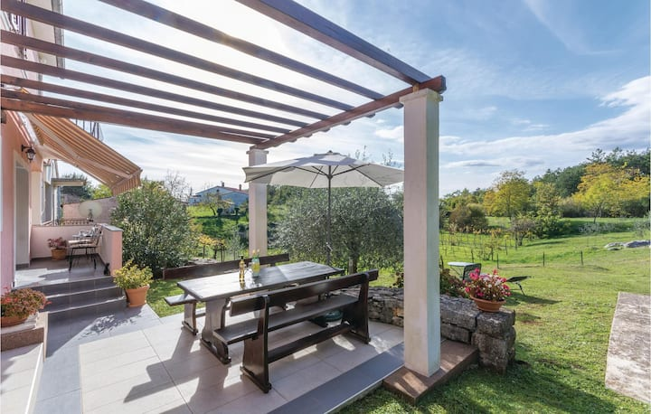 Beautiful home in Labin with WiFi and 2 Bedrooms
