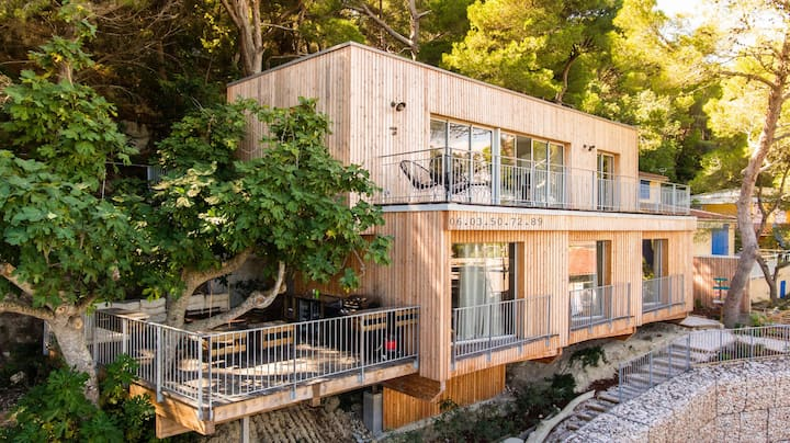 Stunning sea-view wooden house