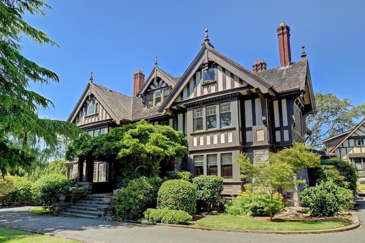 The Illahie Heritage Mansion Suite