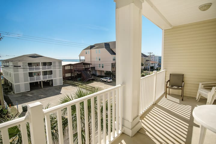 Large 6 Bedroom ~ 5 Bath Condo ~ Pool Table ~ 12 Beds ~ Ocean Views. - North Myrtle Beach - Appartement